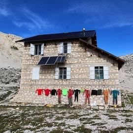 Rifugi montani, meta ambita del turismo lento. I migliori 10 in Italia